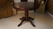 круглый стол диаметром 100 см. из дуба